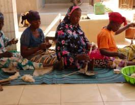 Marka Dafing women spinning wild silk